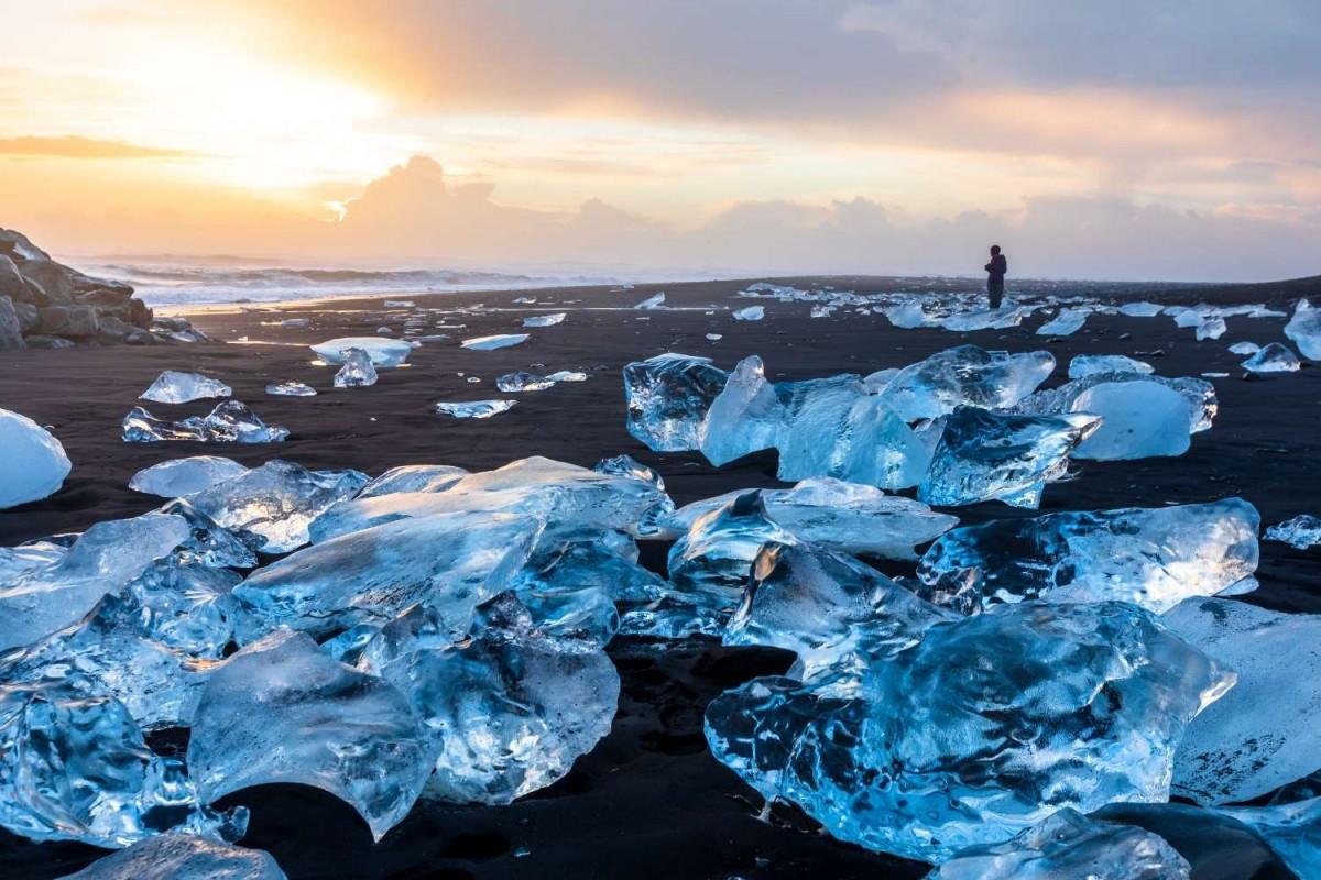 IJsbergen uit Jökulsárlón-ijsmeer op Diamond Beach