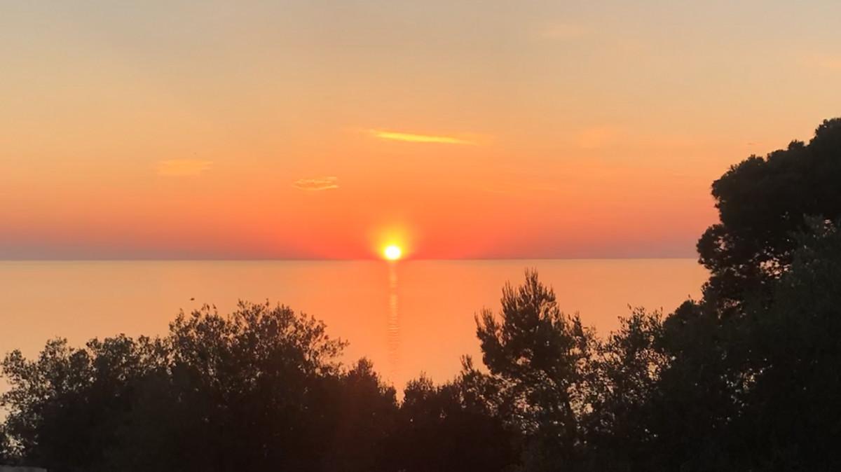 Zonsondergang vanaf het uitzichtpunt bij de refugi. Foto: Pauline van der Waal