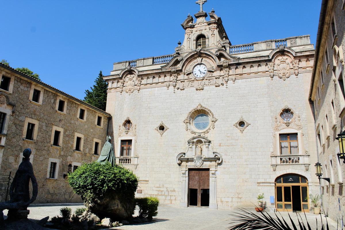 Bezoekje aan het klooster. Foto: Pauline van der Waal