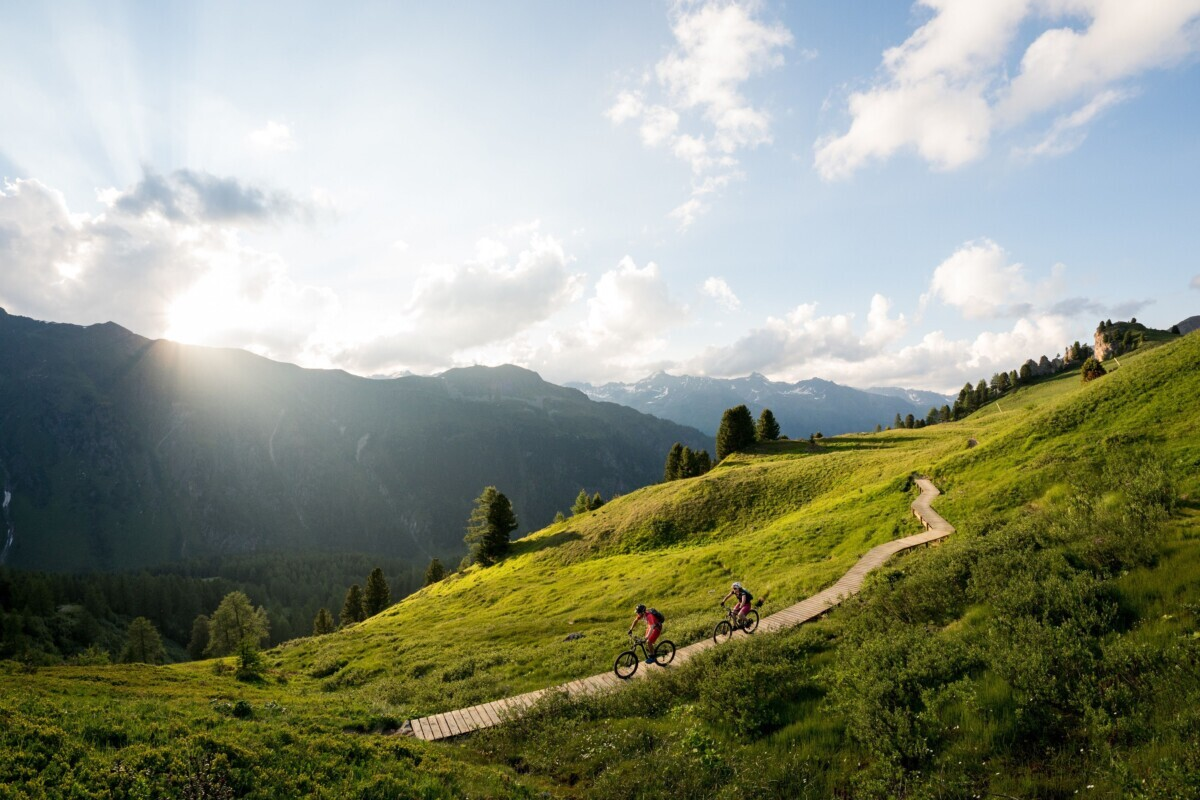 e-biken_in_der_silvretta_bergwelt_gourmet_relax_resort_trofana_royal_superior_0