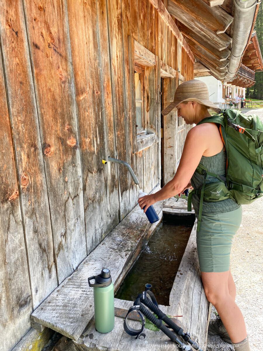 Water tappen bij Iss Alm. Foto: Edwin Hagenouw