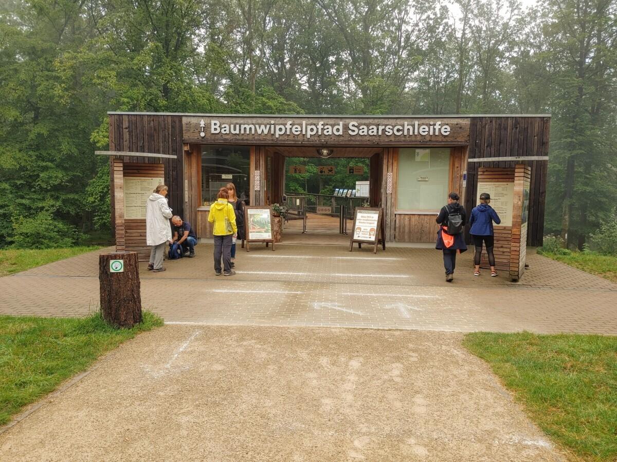 De ingang van het Baumwipfelpfad in Saarland