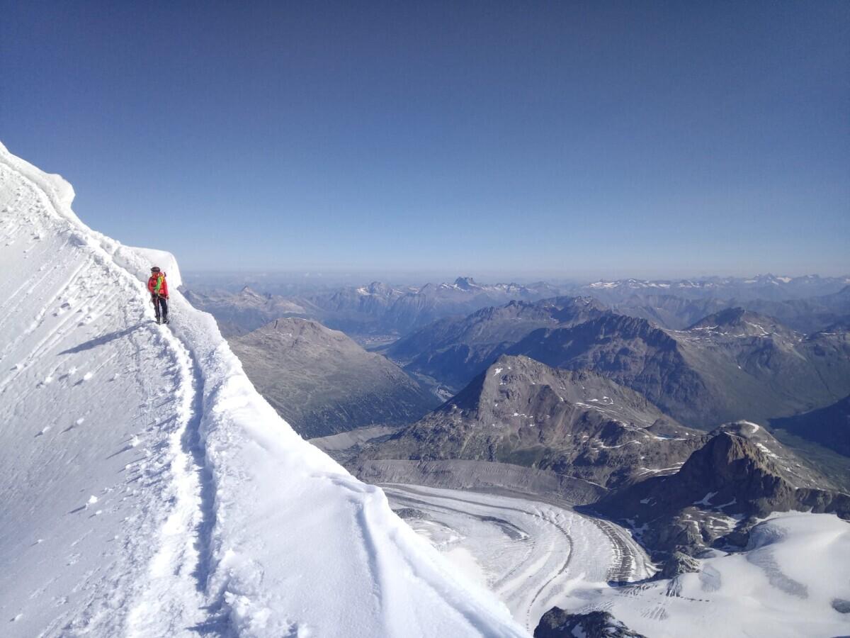 Op de sneeuwgraat naar de Oosttop van de Piz Palü (3882m)