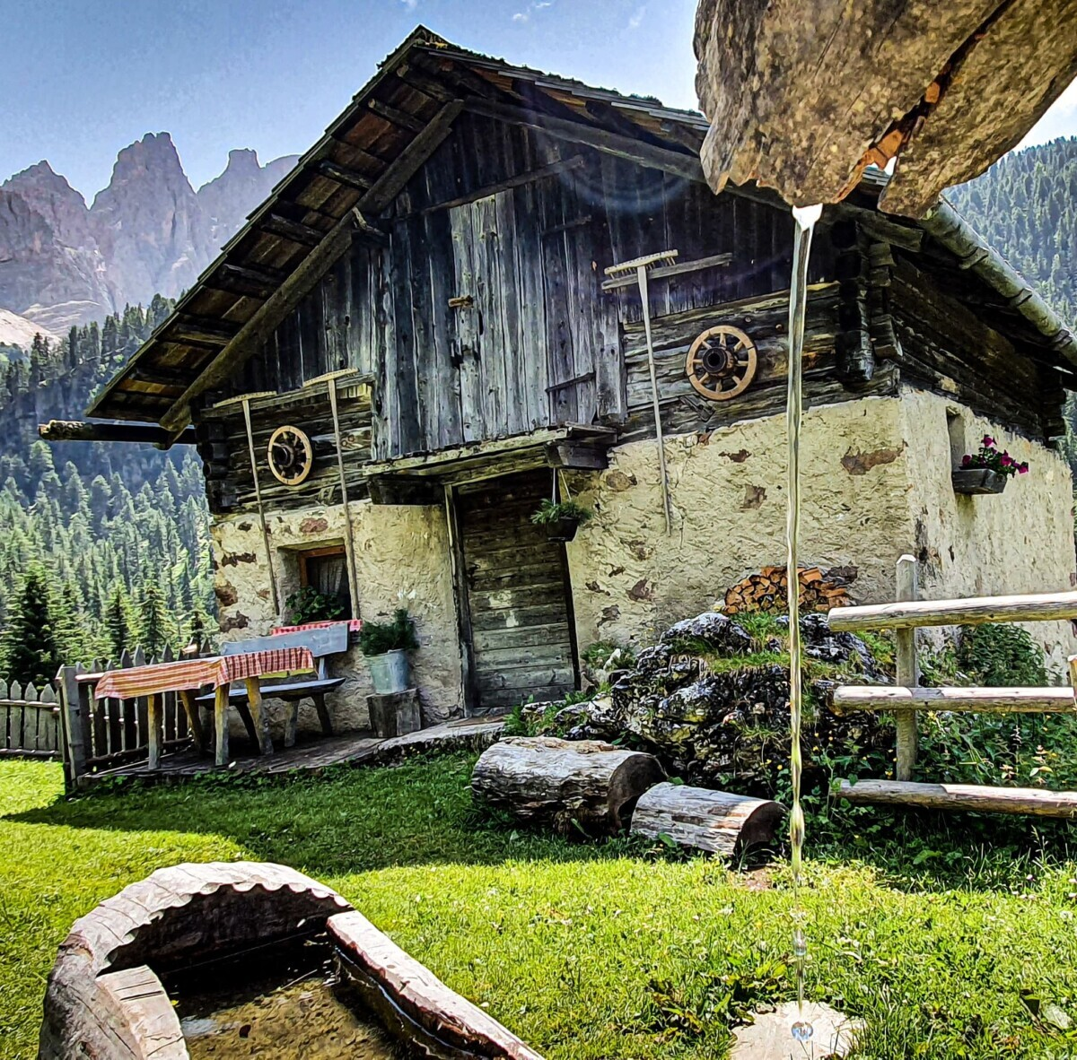 Dit zou zo maar het hutje van Opa en Heidi kunnen zijn
