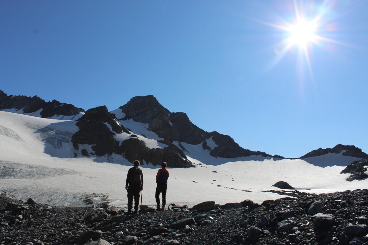Uitzicht over de gletsjer in de felle zon. Foto: Pauline van der Waal