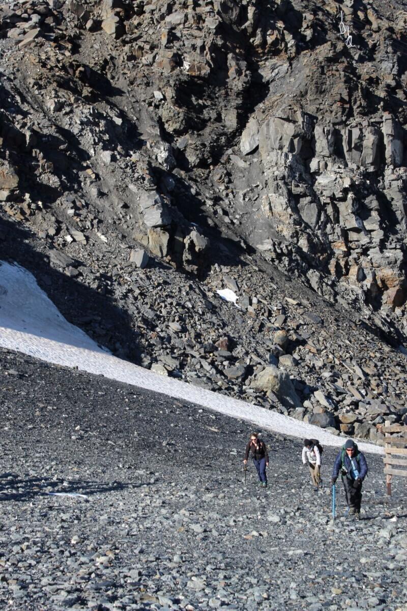 Waar het ijs is verdwenen loop je nu over rotsen. Foto: Pauline van der Waal