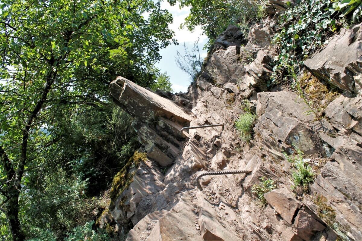 Wandelen langs de rotsen