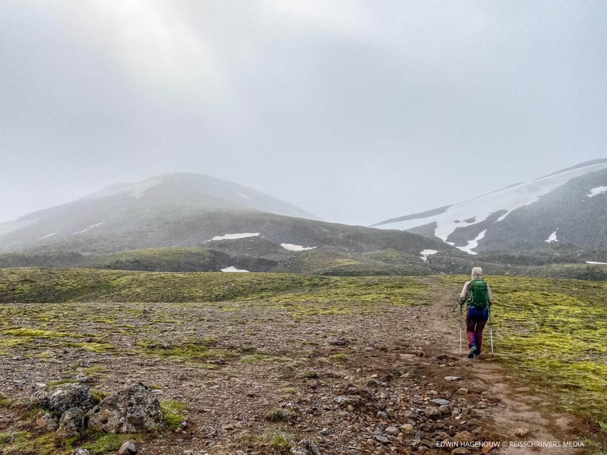 Wandelen naar de ijsvlaktes. Foto: Edwin Hagenouw