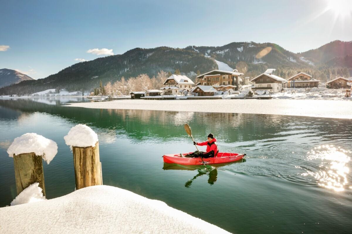 Kajakken op de Weissensee in de winter. Foto: Oesterreich Werbung Harald Eisenberger