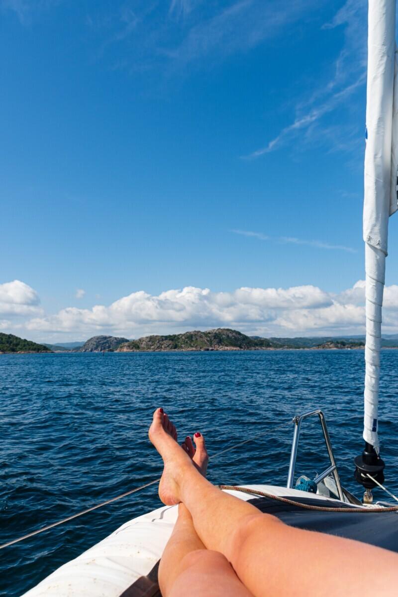 Blote voeten op de boot