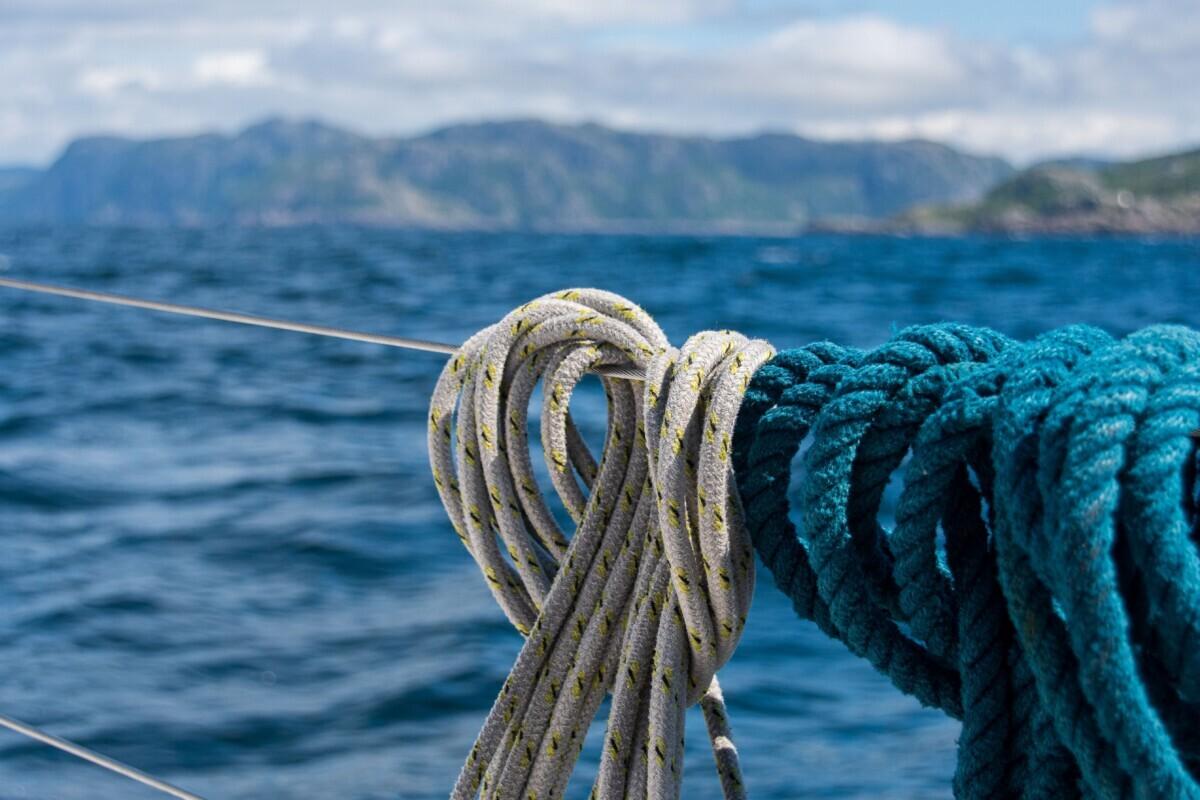 Touwen op de zeilboot
