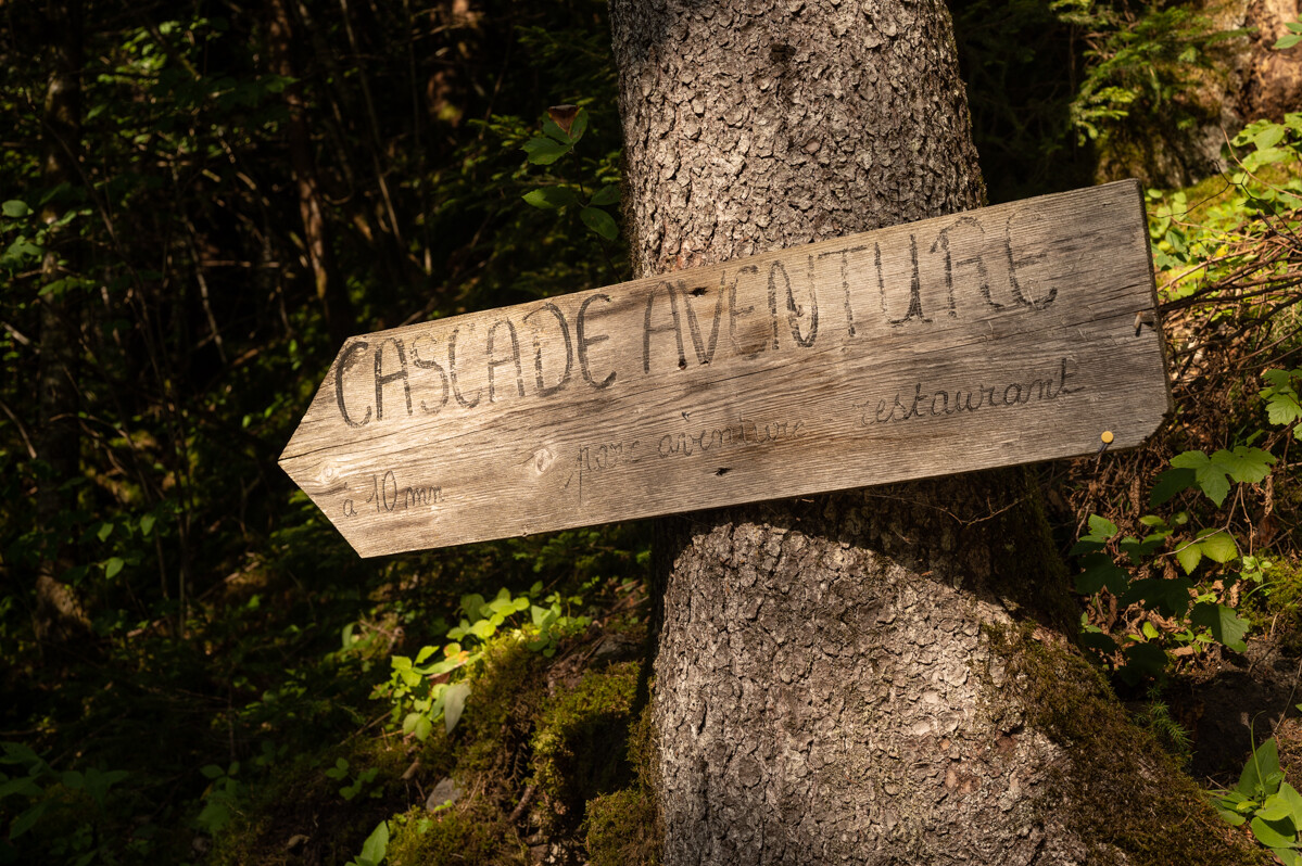 Bord met cascade adventure