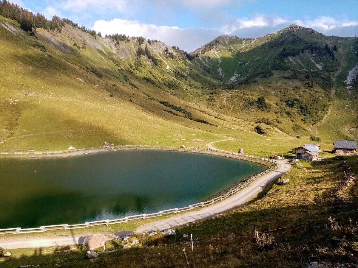 Zicht op het meer vanaf refuge de Nyon
