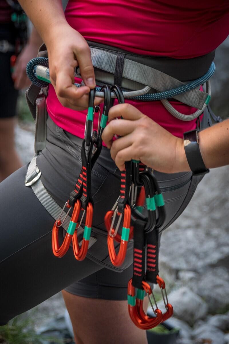 Carabiners aan de klimgordel